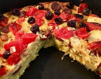 ¡Un nuevo desastre gastronómico: la tortilla de patatas con chorizo, tomates y aceitunas!